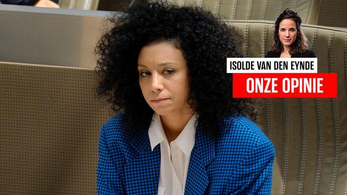 Sihame El Kaouakibi in het Vlaamse parlement.