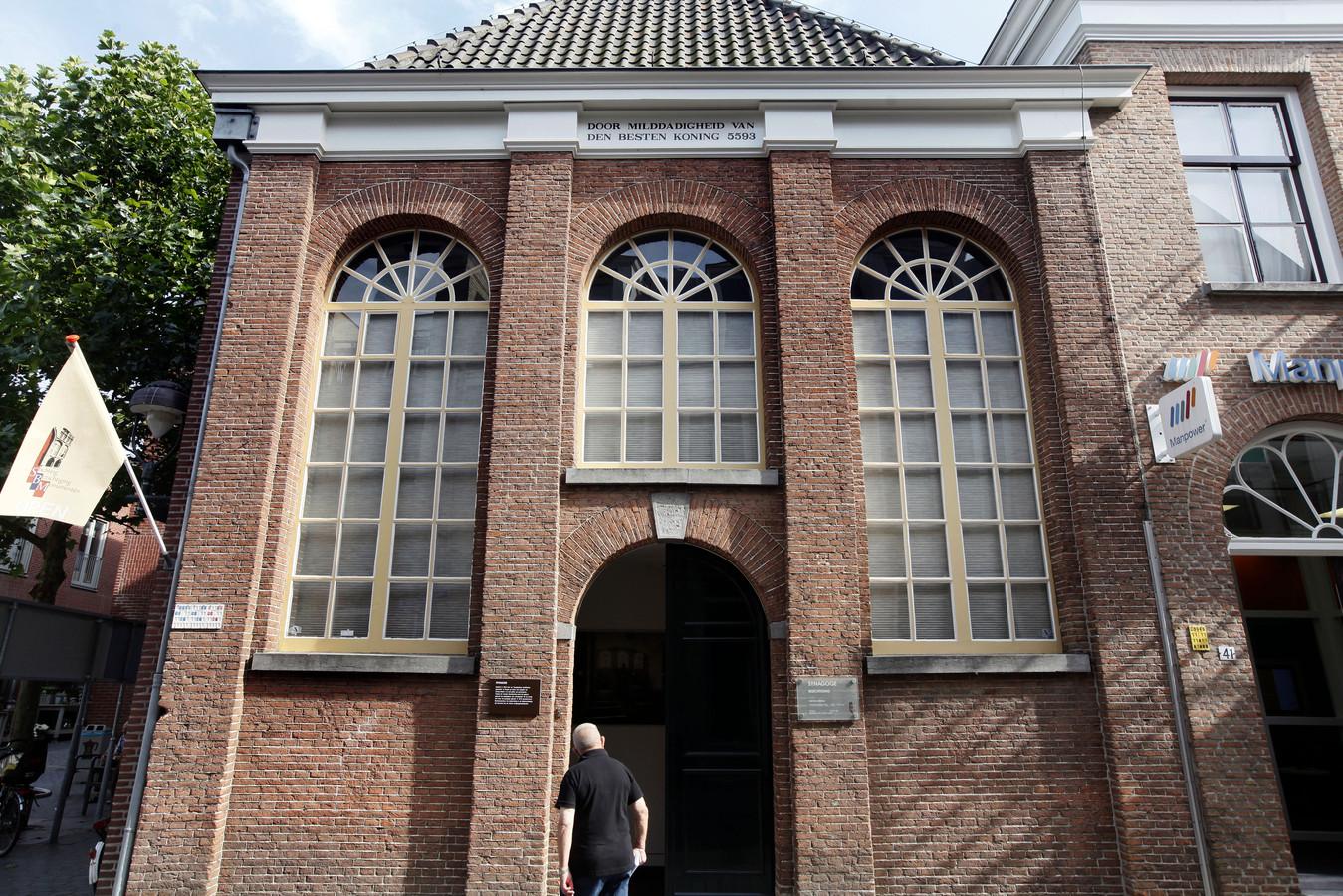 De voormalige synagoge aan de Koevoetstraat is een rijksmonument.