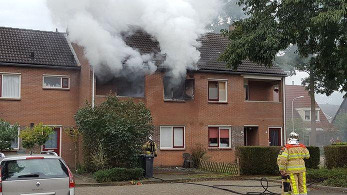 In een woning aan De Koningsvaren in Dedemsvaart is brand uitgebroken.