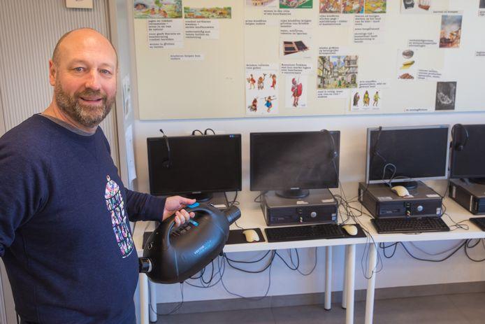 De firma BioOrg reinigde woensdagochtend vier scholen en het gemeentehuis van Kapelle-op-den-Bos.