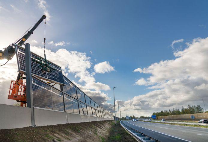 De Solar Highways langs de A50 bij Uden werd een jaar geleden geplaatst.