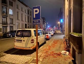 Onbekenden schieten confettibom naar politiekantoor