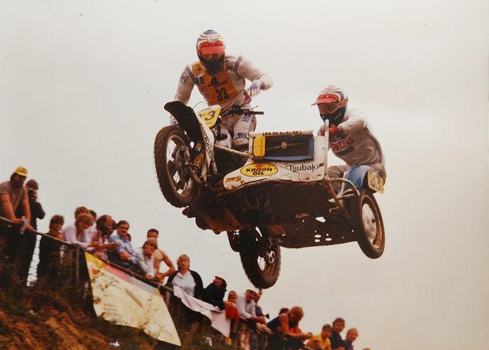 Piloot Rijn van Gastel en Eric Hurkmans vliegen naar de zege.