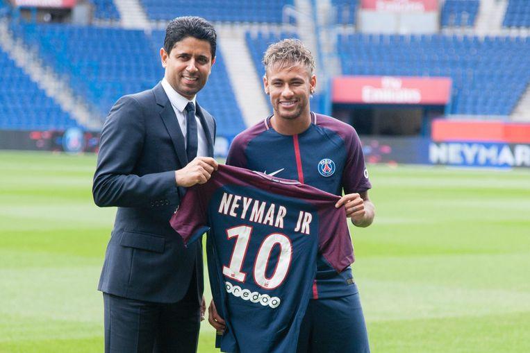 Nasser Al-Khelaïfi met Neymar.
