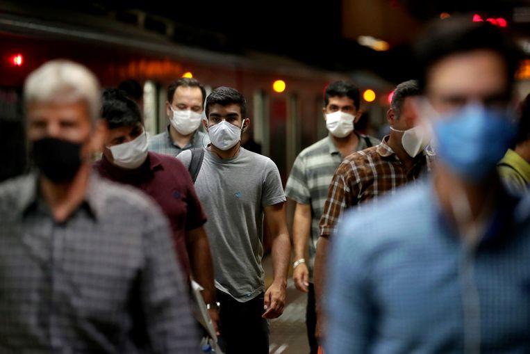 Beeld in het metrostation van Teheran, Iran.  Beeld AP