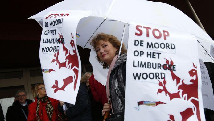 Medewerkers van de Media Groep Limburg (MGL) demonstreren tegen eigenaar Mecom in januari.