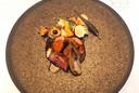 Simmental rund, aardappel, jonge wortel, witloof, paddenstoelen.