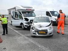 Botsing tussen auto, bus en camper op de Ketelbrug veroorzaakt vertraging van meer dan een uur