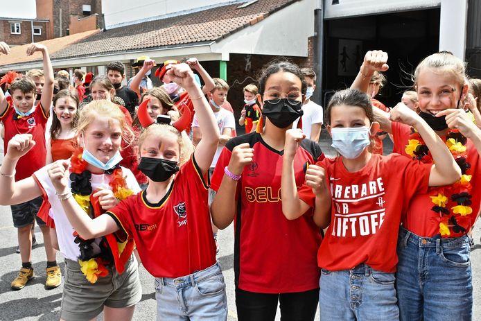 De Rode Duivelsgekte in De Graankorrel: ook de meisjes supporteren mee