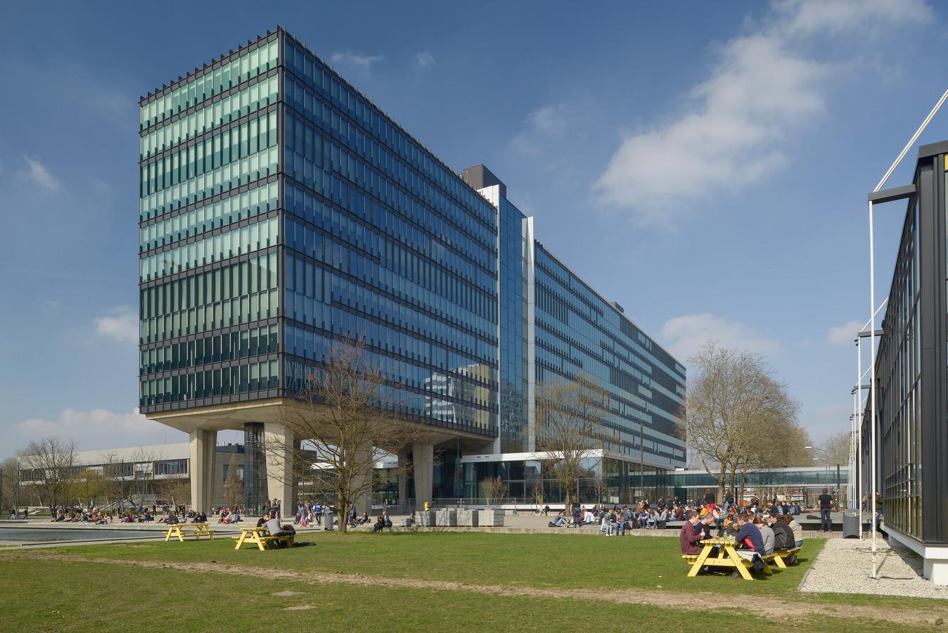 Hoofdgebouw Atlas van de TU/e is genomineerd voor de architectuurprijs van de gemeente Eindhoven, de Dirk Roosenburgprijs 2019. De renovatie is een ontwerp van TEAM V.