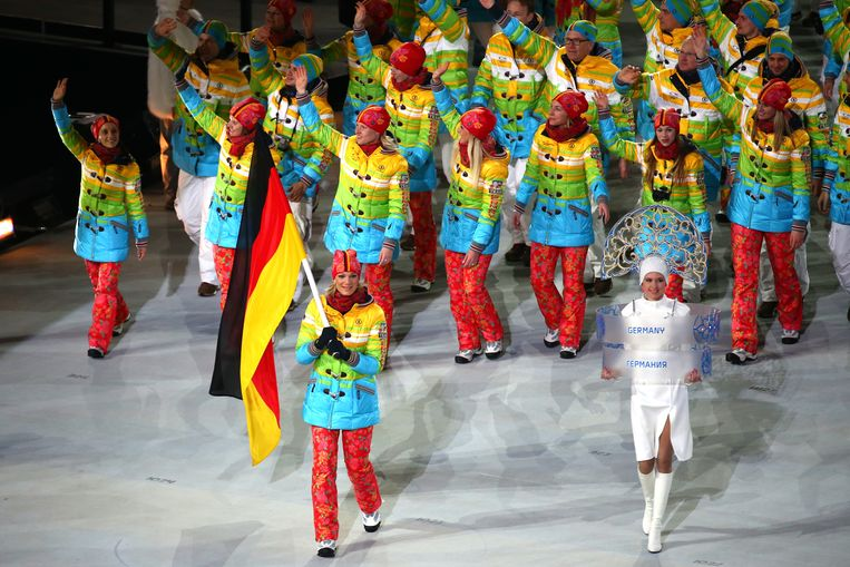 SOCHI, RUSSIA - FEBRUARY 07:  Skier Maria Hoefl-Riesch of the Germany Olympic team carries her country's flag during the Opening Ceremony of the Sochi 2014 Winter Olympics at Fisht Olympic Stadium on February 7, 2014 in Sochi, Russia.  (Photo by Martin Rose/Getty Images) Beeld Getty Images