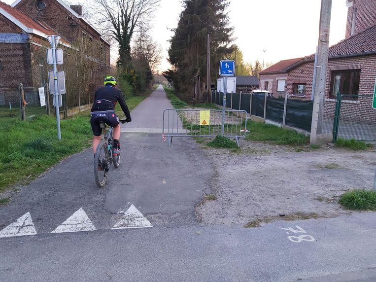 Het Ravelfietspad is afgesloten richting Geldenaken.