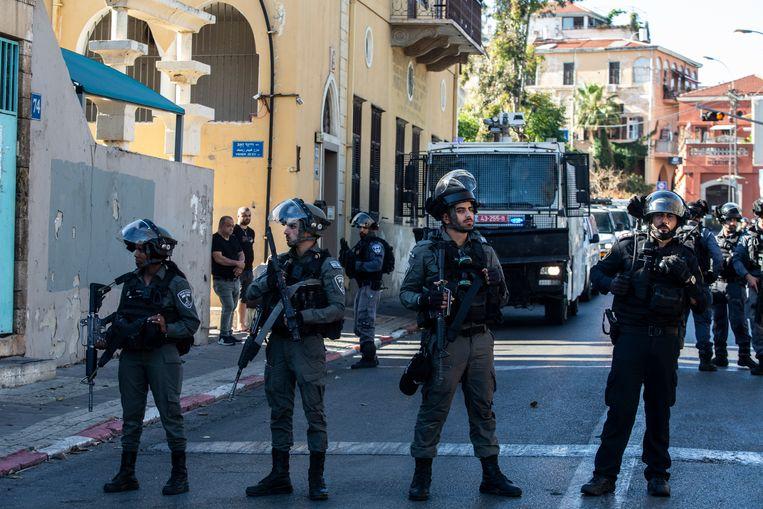 Israëlische veiligheidstroepen in het centrum van Jaffa.  Beeld AP