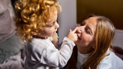 """Opvoedexpert legt uit hoe je je kind weer op tijd in bed krijgt: """"Die verandering wordt door veel ouders onderschat"""""""