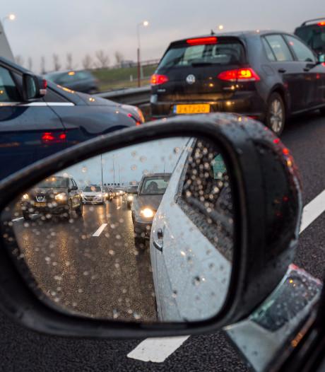 File op A58 door ongeluk met vier auto's
