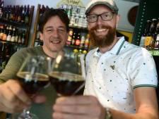 Proost! Zwarte Parochie, pittig en fris bockbier uit Almelo, valt in de smaak op festival