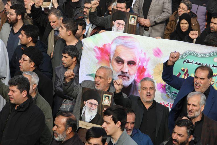 Massaal protest in Iran na de aanval. Beeld AFP