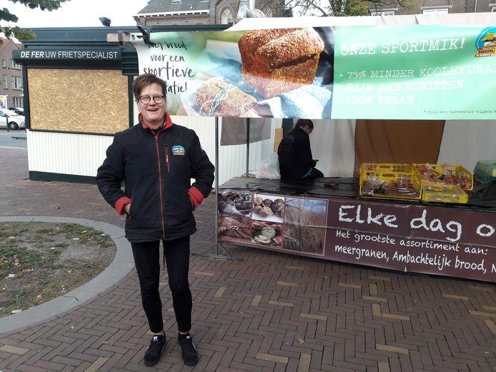 Yvonne Schaap is de buurvrouw met haar kraam van bakkerij 't stoepje. ,,De Fer is cultureel erfgoed.''