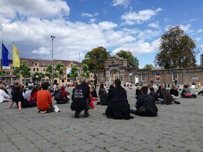 Ruim 200 Black Lives Matter-actievoerders houden sit-in in Hasselt.