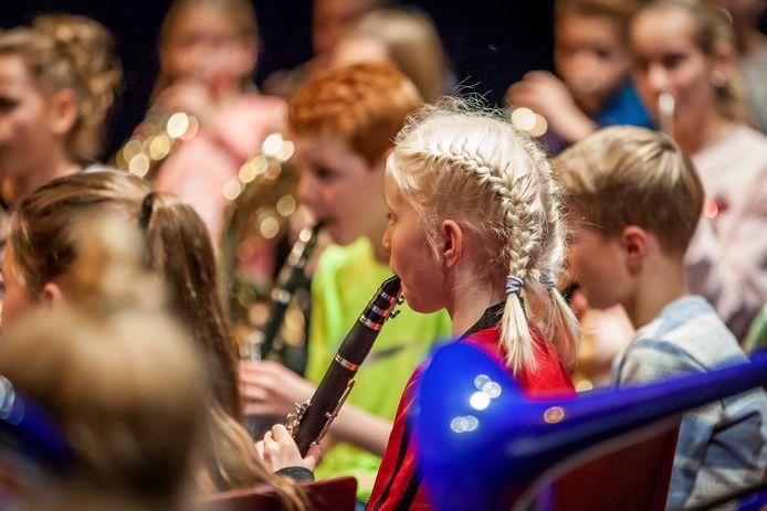 Muziekonderwijs op de Julianaschool in Ermelo.