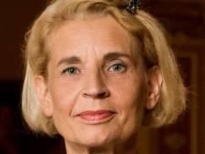Louise (62) spaart 700 euro, koopt verder alleen boodschappen: 'Horeca is niet aan mij besteed'