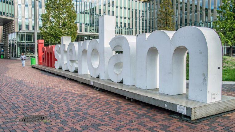 De I amsterdam-letters op het Hoekenrodeplein in Zuidoost. Beeld DutchMen / Shutterstock.com