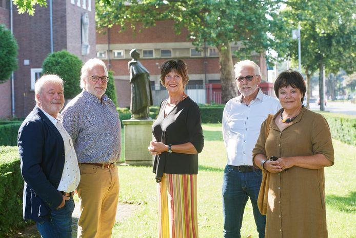 Op het TBL zijn vijf afscheidnemers, v.l.n.r.  Theo Derks, Jan Maas, Els Urselmann, Bert de Vaan en Karin Doup.