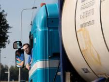 Roy zet een kopje thee met zijn vrachtwagen, nu is hij  bijna de veiligste chauffeur van Nederland