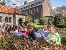 Les in de buitenlucht, daar houden ze van op de Jeroen Boschschool: 'Als je rent, leer je makkelijker'