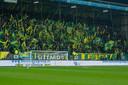 Volle tribunes bij Fortuna Sittard. De club loopt flink wat geld mis als er niet meer kan worden gevoetbald.