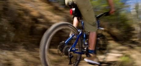 Mountainbiker gewond naar ziekenhuis na ongeluk in Udenhout