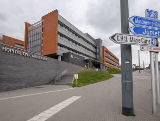 Onbekenden in auto laten stervende twintiger met schotwond achter aan ziekenhuis Charleroi