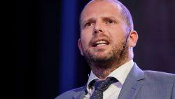 """Theo Francken is voorzichtiger geworden: """"Die tweet over Arabische jongeren helpt het debat niet"""""""