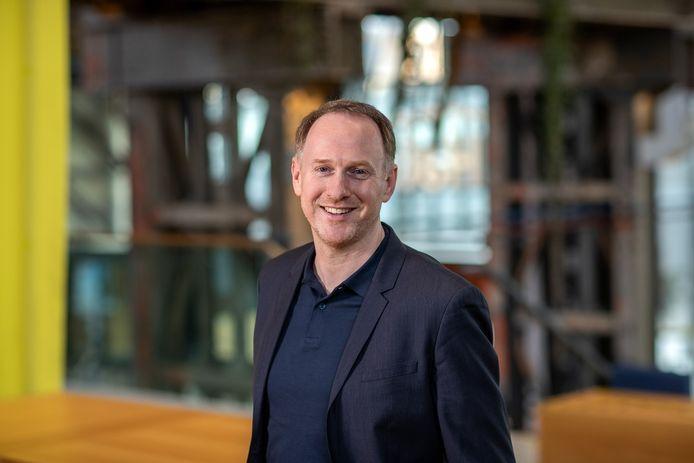 Bas van der Pol in de LocHal, hij vervulde een sleutelrol in de realisatie van de prijzen pakkende bieb in de Spoorzone. Nu is hij beoogd wethouder.
