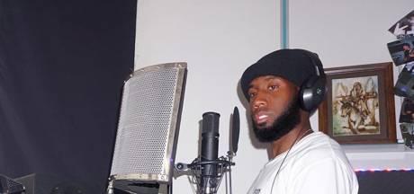 Er zit nog volop muziek in de voetbalcarrière van rapper JR, ofwel Vurnon Anita
