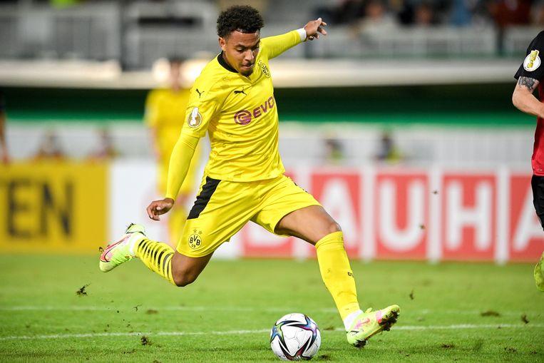 Donyell Malen bij zijn debuut voor Borussia Dortmund, in het bekerduel met Wehen Wiesbaden (0-3 winst). Beeld EPA