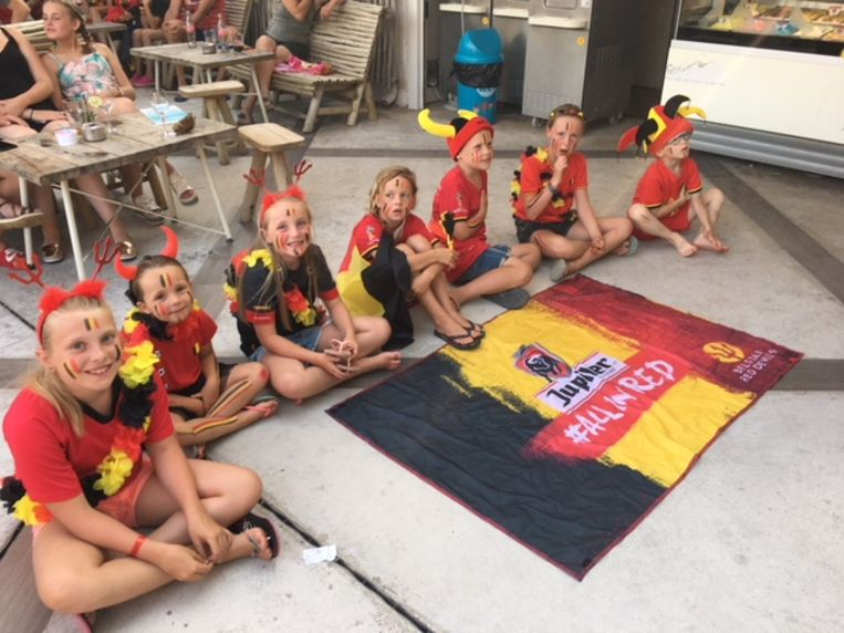 De kinderen van Tineke De Meyer en vrienden op camping La Sirene.