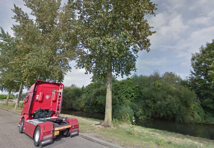 Een truck geparkeerd aan de Buys Ballotstraat in Ede.