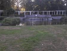 Bankjes weg uit Van Koolwijkpark door overlast hangjongeren