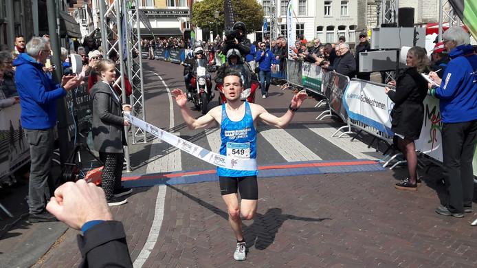 Maarten van Zetten komt als eerste aan in Hulst