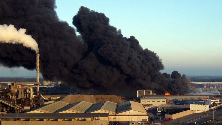 Door de slechte veiligheid kon in januari 2011 een enorme brand ontstaan op het terrein van Chemie-Pack in Moerdijk. Beeld anp