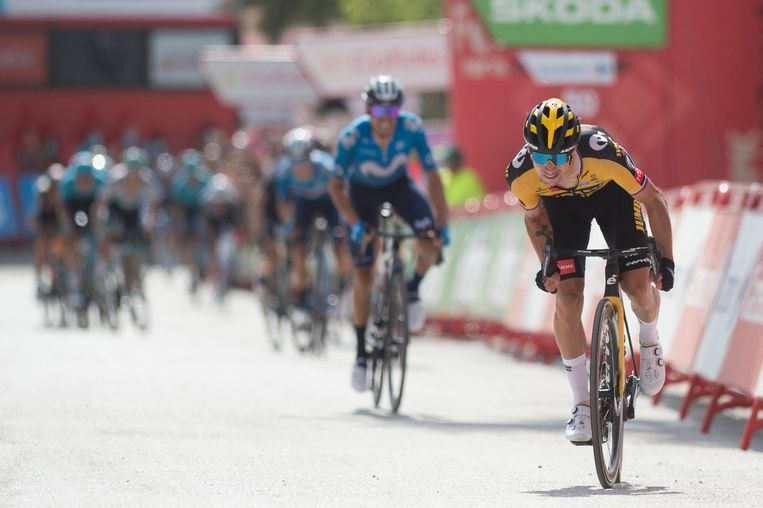 Primoz Roglic finisht als eerste in Valdepeñas de Jaén, Enric Mas volgt op 3 seconden. Beeld AFP