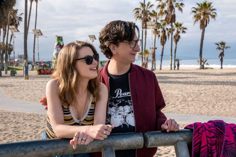 Hoofdpersonages Gus (Paul Rust) en Mickey (Gillian Jacobs) worstelen zich met flink wat ups en downs door hun relatie.   Beeld netflix