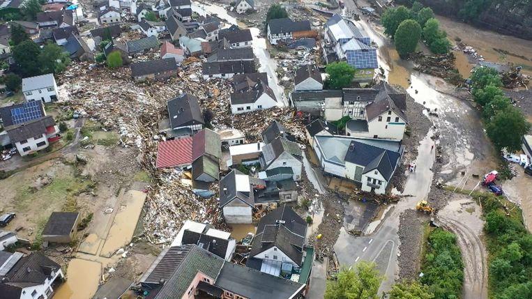Een luchtbeeld van het Duitse stadje Schuld na de zondvloed. Beeld Christoph Reichwein/TNN/dpa