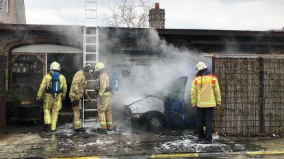 Auto vat vuur op oprit in Sint-Michiels en zet bijna ook woning mee in brand