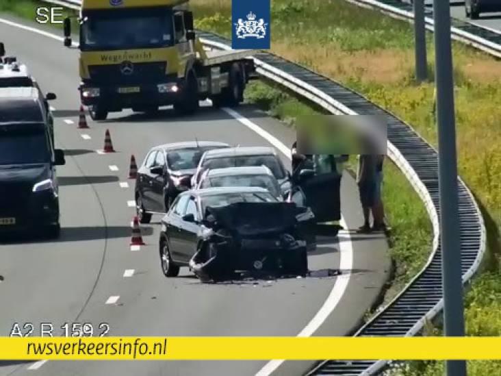 Meerdere auto's botsen op A2 bij Eindhoven, linkerrijstrook dicht