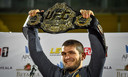Khabib met zijn UFC-titel.