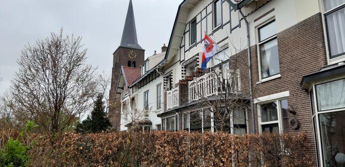 Een bewoner van de Zwolseweg heeft ook de vlag uitgehangen.