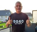 Gino Dierick toont zijn T-shirt.
