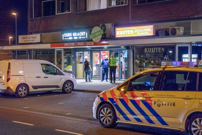 Cafetaria XL Oude Gracht aan de Generaal Coenderslaan in Eindhoven werd in april overvallen. De eigenaar overweegt na de overval bij een collega deze week z'n zaak een uur eerder te sluiten.